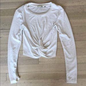 Wilfred free from Aritzia white ling sleeve shirt